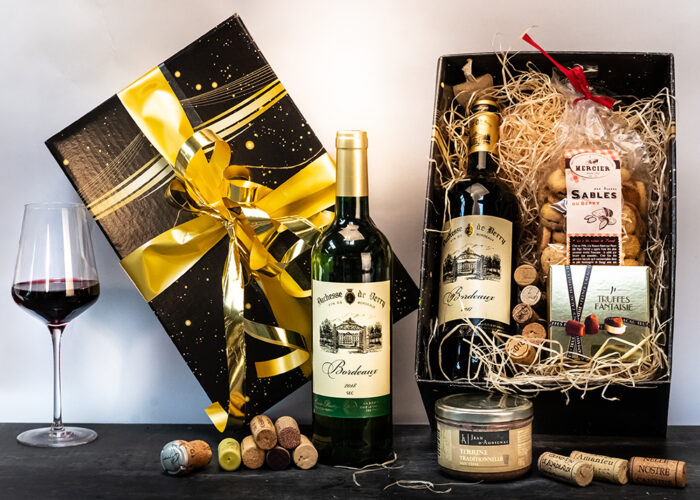 The fabulous Duchess Hamper is presented in a seasonal gift box that makes it the perfect gift this Christmas! Contains 2 bottles of wine and French treats.