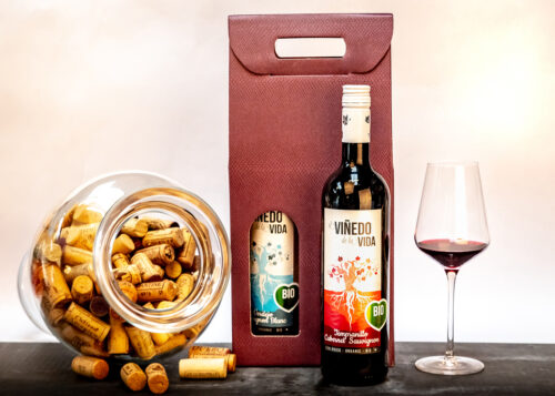 Our Organic & Vegan Wine Duo is presented in an attractive gift box and makes the perfect gift for someone who prefers 'raw' wine.