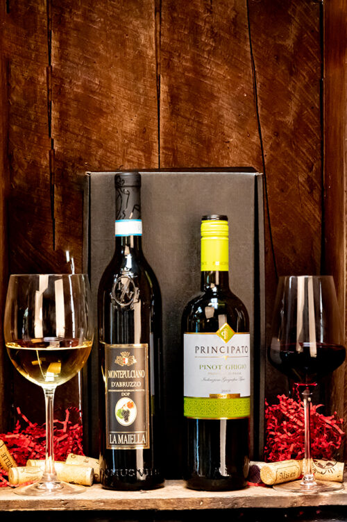 """Want to celebrate """"La Dolce Vita"""" this Christmas?! This attractive gift box contains a classic bottle of red and white wine from Italy."""