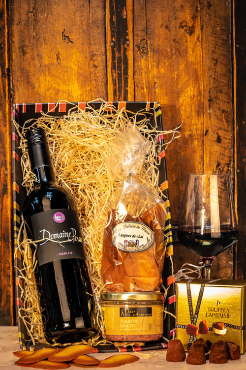 The French Delice Wine Gift Set makes an attractive and very affordable gift. The perfect way to show someone how much you appreciate them!